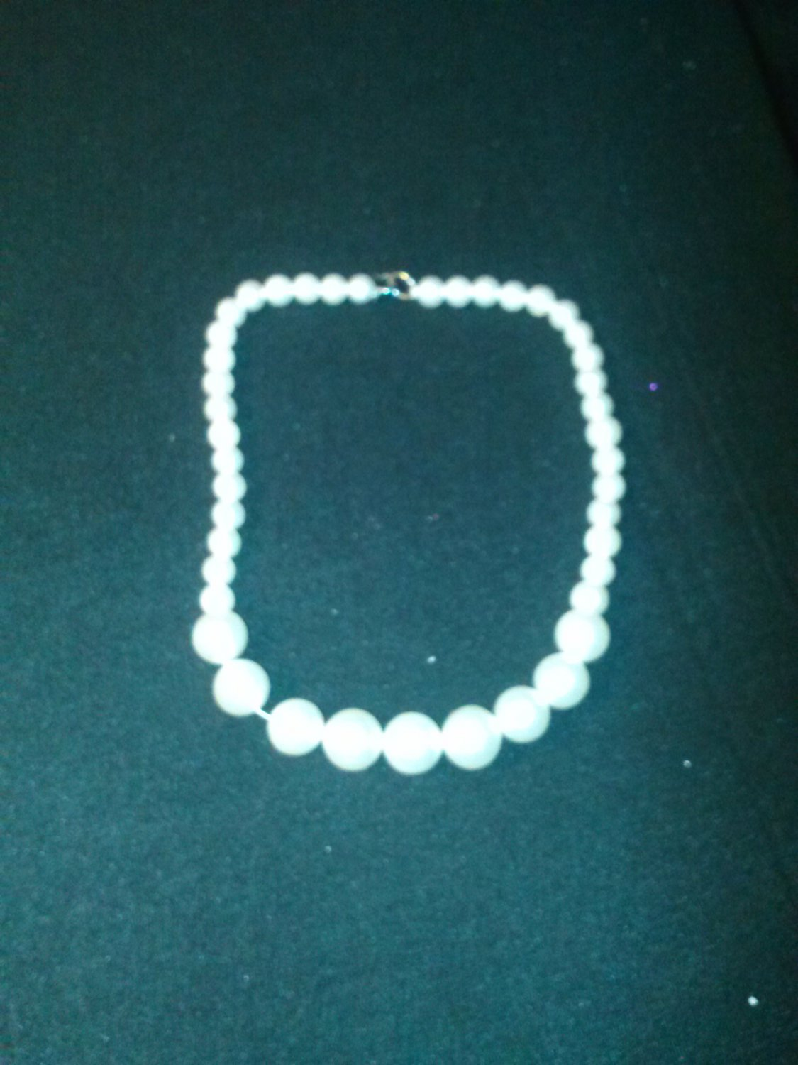 "***18"" white pearl necklace"