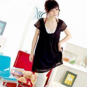 Skirt : Black color