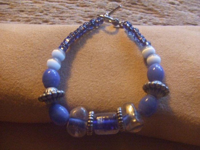 cobalt blue glass beaded bracelet
