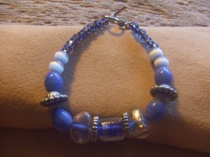 cobalt blue glass beaded bracelet