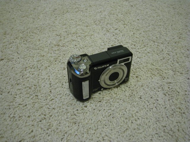 Fuji FinePix E900 9.0 Mega Pixels Digital Camera Super CCD