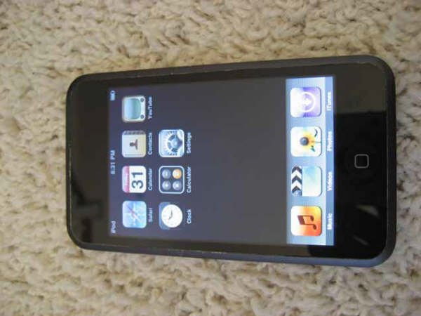 Apple Ipod Touch 1st Gen 8GB MP3 Wifi Safari Video Player