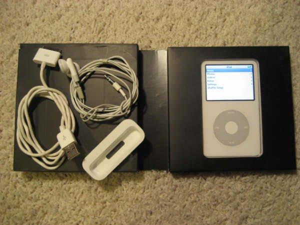 Apple Ipod Video 30GB White MP3 5th Gen MA002LL/A