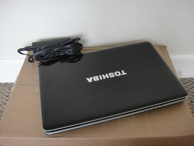 "Toshiba Satellite A505-S6965 C2D 2GHz 4GB 500GB DVDRW 16.0"" Wide Screen Harman Kordon"