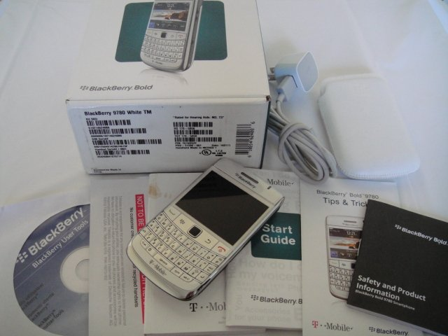 Unlocked T-Mobile Blackberry RIM 9780 White OS BB 6.0 Wifi BT Full Keyboard GSM 3G