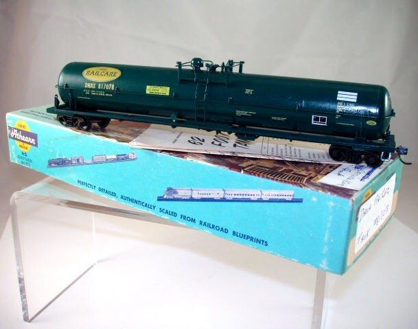 Athearn  HO Scale  Dana RailCare  62FT.  Tank Car# DNAX817078