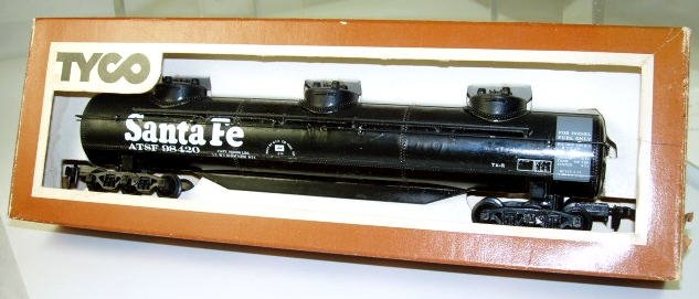 Tyco  HO Scale  Santa Fe  3-Dome  60FT.  Tank Car#ATSF98420