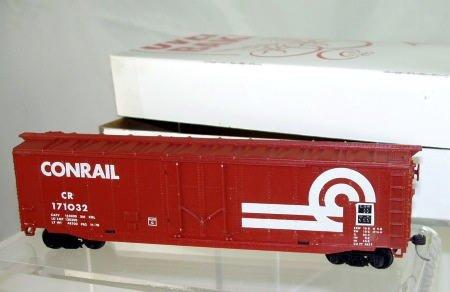 Walthers  HO Scale  Conrail  50FT.  Plug Door Box Car#CR171032
