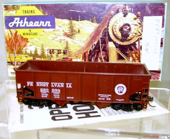 Athearn  HO Scale  PRR  34FT.  Open-Top  Ribbed-Side Hopper#220558
