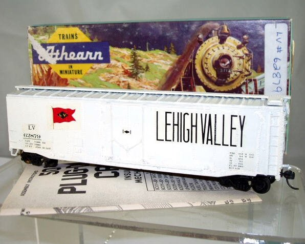 Athearn  HO Scale  LV  50FT.  Smooth-Side Plug-Door Boxcar#LV62879
