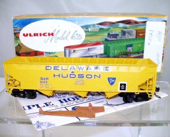 Ulrich  HO Scale  D&H(Custom)  40FT.  Automatic Triple Bay Open Top Hopper#D&H5123