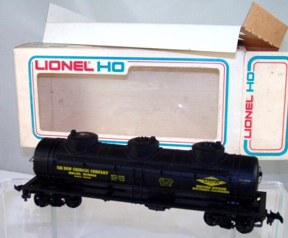 Lionel  HO Scale  Dow Chemical  40FT. 3-Dome Tank Car#GWEX48416