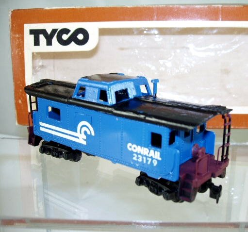 Tyco  HO Scale  Conrail  32FT.  Steel Caboose#CR23179