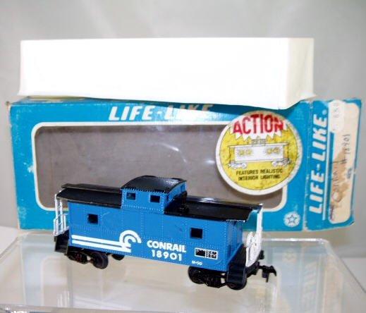 Life Like  HO Scale  Conrail  32FT. Center Cupola Caboose#CR18901