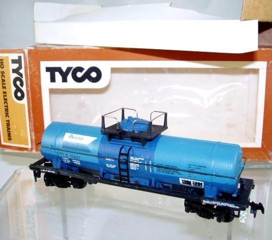Tyco  HO Scale  Amstar  40FT. Single-Dome Chemical Tank Car#UTLX71837