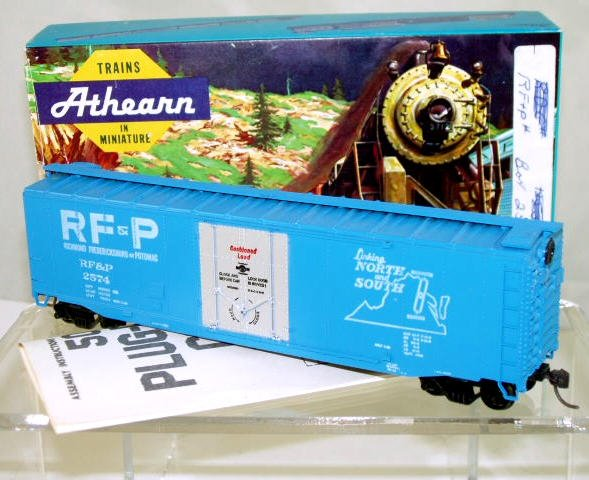 Athearn  HO Scale  RF&P  50FT. Smooth-Side Plug-Door Box Car#RF&P2574