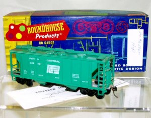Roundhouse  HO Scale  Penn Central  34Ft. 2-Bay Covered Hopper#PC258601