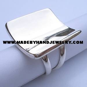 .950 Silver Ring with Curved Plate Design