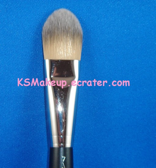 M.A.C - FOUNDATION BRUSH  #190