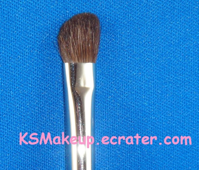 M�A�C- MEDIUM ANGLED SHADING BRUSH  #275