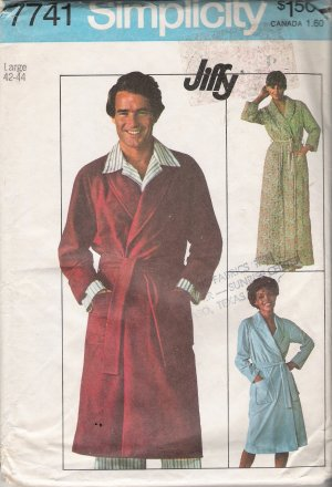 Vintage Sewing Pattern Men's Jiffy Front-Wrap Bathrobe 1976 Size L Simplicity 7741 UNCUT