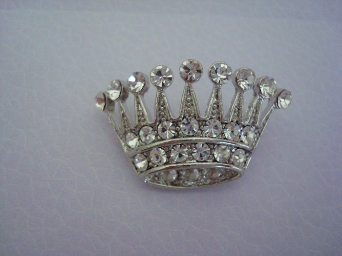 A QUEENS ROYAL CROWN PIN/BROOCH with RHINESTONES