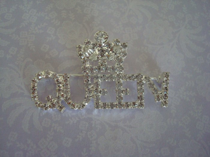 A QUEENS ROYAL PIN/BROOCH with Rhinestones
