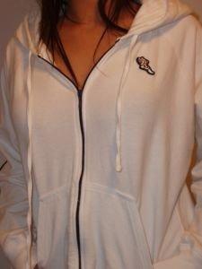 042. nwot american eagle white zip hoodie
