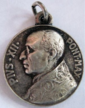 Pope Pius XII Religious Medal 1950 Annus Sanctus Catholic Angels Cross