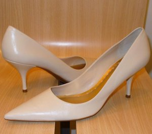 BCBGIRLS Leather Kitten Heels Pumps Shoes New 11