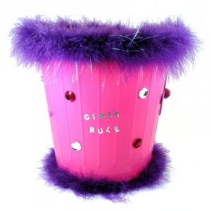 Feathered trash can