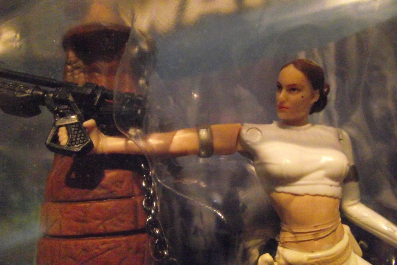 Star Wars Padme Amidala Ep2 Tied Gun To Hand & Mole On Cheek Also Bkgd Card