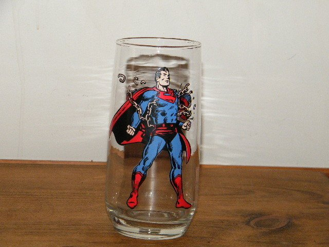 Superman Breaking Chains 1975 Rounded Bottom Variant Super Hero Glass by Pepsi! VHTF Near Impossible