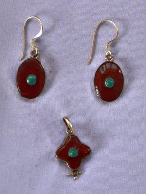 Tiny maroon ear ring set and pendant