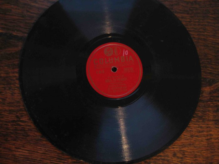 "Al Goodman 78 rpm record, ""Memories"": ""Roses of Picardy"" b/w ""Little Grey Home in the West"""