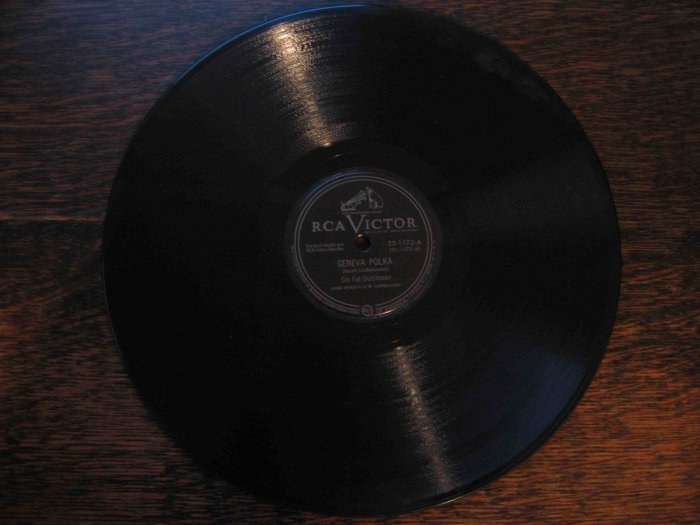 "Six Fat Dutchmen 78 rpm single, ""Geneva Polka"" b/w ""Dutch Boy"" waltz"