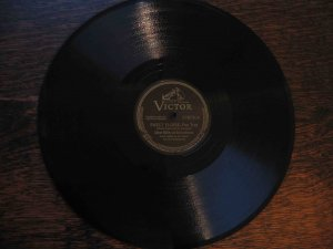 "Glenn Miller 78 rpm record, ""Sweet Eloise"" b/w ""Sleep Song"""