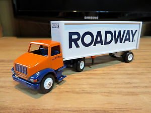 Winross Roadway Tractor with Pup Trailer