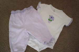 Carter's Cute 2 Piece - 6 mon.  - 1.00 - No rips, Tears, or stains!