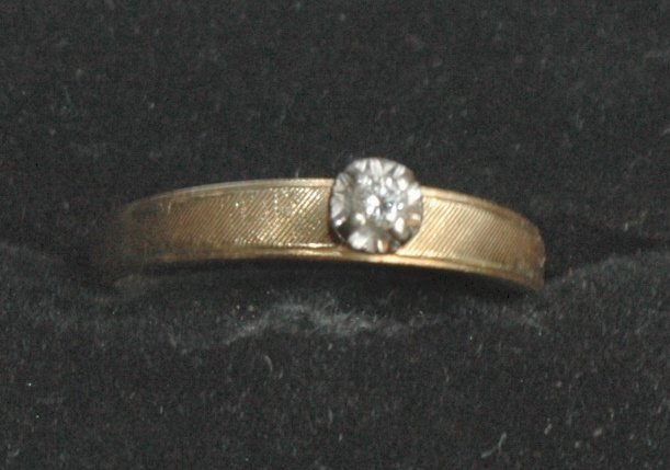 14K Gold Solitair Diamond Ring - Size 7
