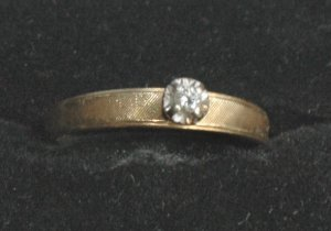 14K Gold Solitair Diamond Ring - Size 7