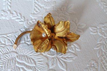 Vintage Orchid Floral Gold Brooch Marked VV 18kt