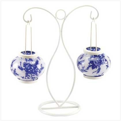 #37870 Hanging glass globes with delft-style roses