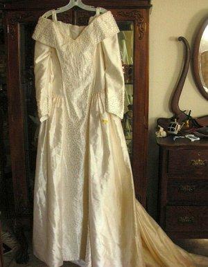 Oleg Cassini Wedding Gown Silk Pearls Sz 14 NWT