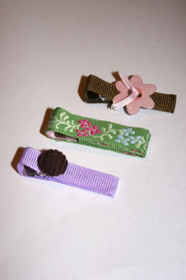 Set of three bright spring alligator clips