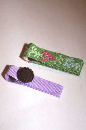 Set of two bright spring alligator clips