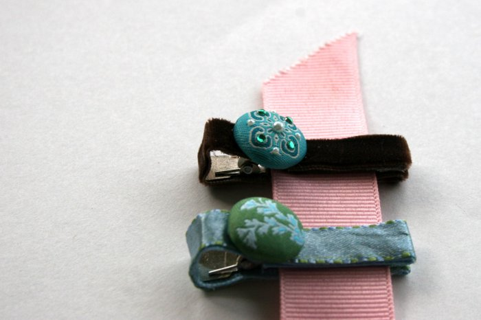 Set of two vintage blue and brown alligator clips
