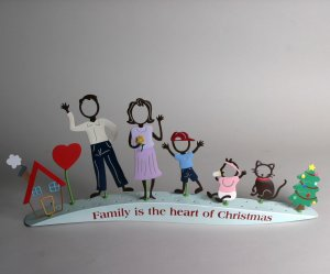 "FAMILY MATTERS "" FAMILY IS THE HEART  OF CHRISTMAS""  STAND  KIT COMES WITH  4  FIGUERES"