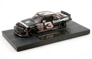 Dale Earnhardt The MOVIE '90 Engine Change LUMINA 1/24 NASCAR DIECAST