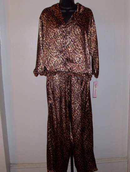 NWT Night Essence Leopard Print Sleep Set XL